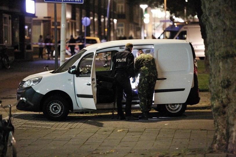 Furgonetka zabezpieczona obok Maassilo /RTL via AP /East News