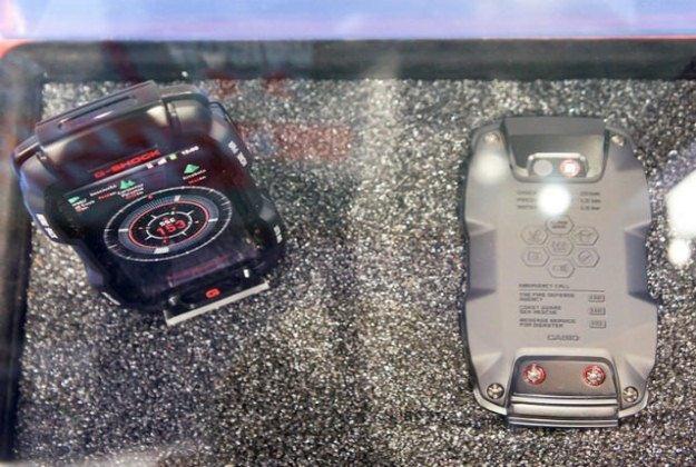G-Shock Phone zanurzony w wodzie.   Fot. g-shockzone.com /Internet