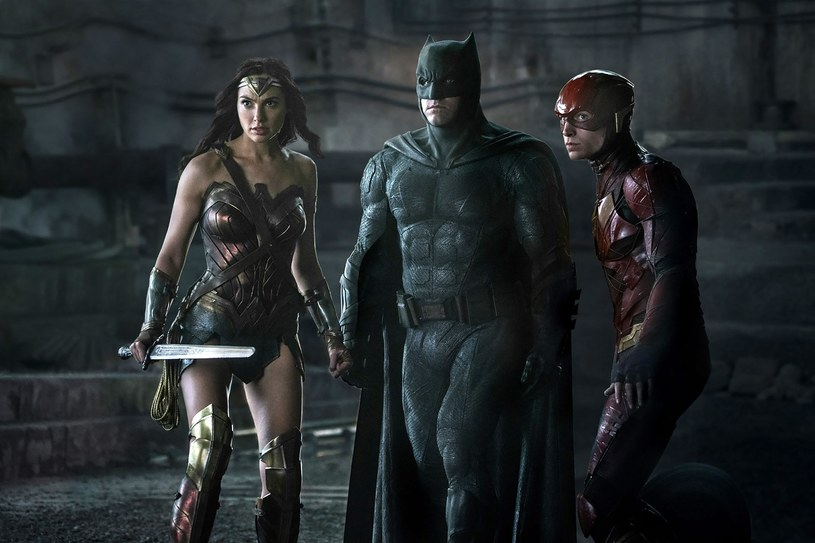 Gal Gadot, Ben Affleck i Ezra Miller, czyli Wonder Woman, Batman i Flash w akcji /materiały prasowe