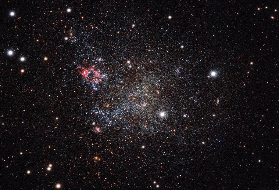Galaktyka karłowata IC 1613 na zdjęciu z VLT Survey Telescope /ESO /materiały prasowe