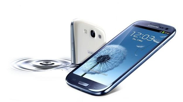 Galaxy S III sprzedaje się świetnie - nawet pomimo wysokiej ceny /materiały prasowe