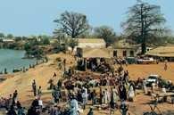 Gambia, plac targowy w Basse /Encyklopedia Internautica