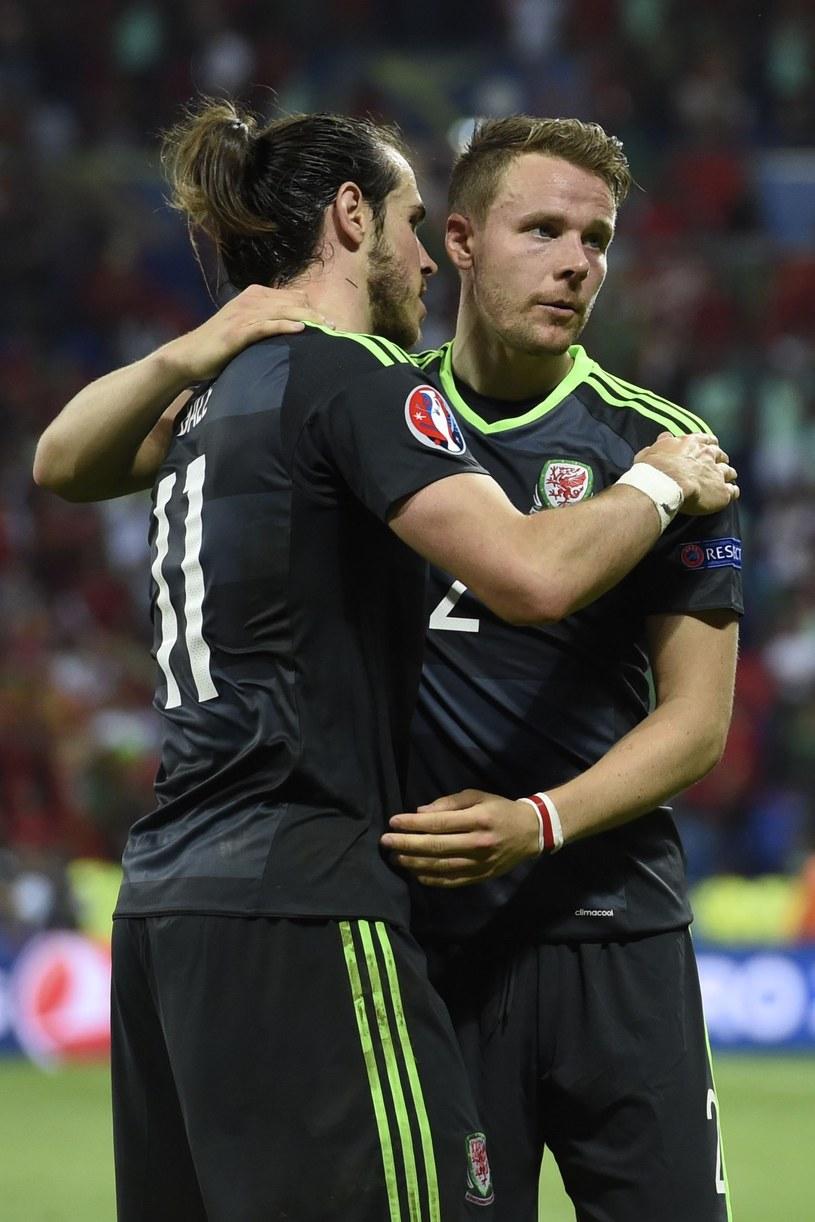 Gareth Bale (z lewej) i Chris Gunter /AFP