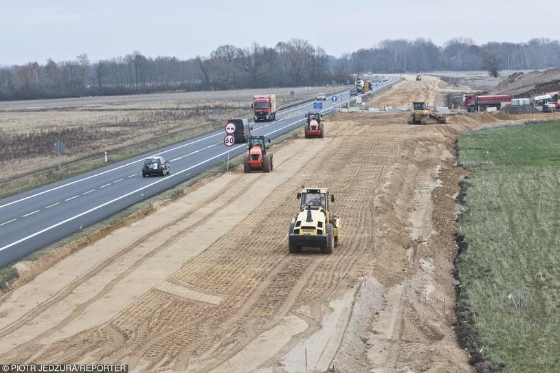 GDDKiA odpowiada za budowę dróg. Z tego względu operuje miliardami złotych /Piotr Jędzura /Reporter