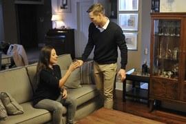 Gdy Aleksander zaprosi ją do swojego mieszkania, Madzia przyjmie jego propozycję bez wahania