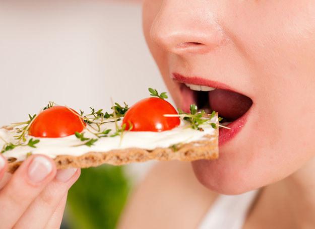 Gdy masz zwolniony metabolizm, możesz wcale nie jeść dużo, by... tyć!  /© Panthermedia
