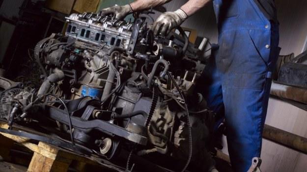 Gdy rozpadnie się silnik w kilkuletnim aucie, to opłaca się praktycznie tylko wymienić go na inny. /Motor