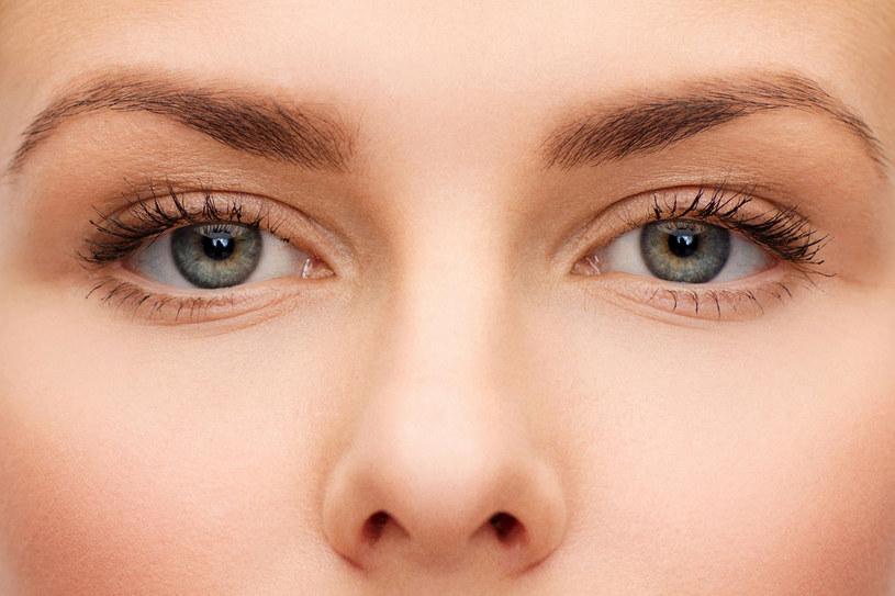 Gdy skóra traci jędrność, pojawiają się zmarszczki. Aby opóźnić ich powstawanie, należy poprawić elastyczność skóry /123RF/PICSEL