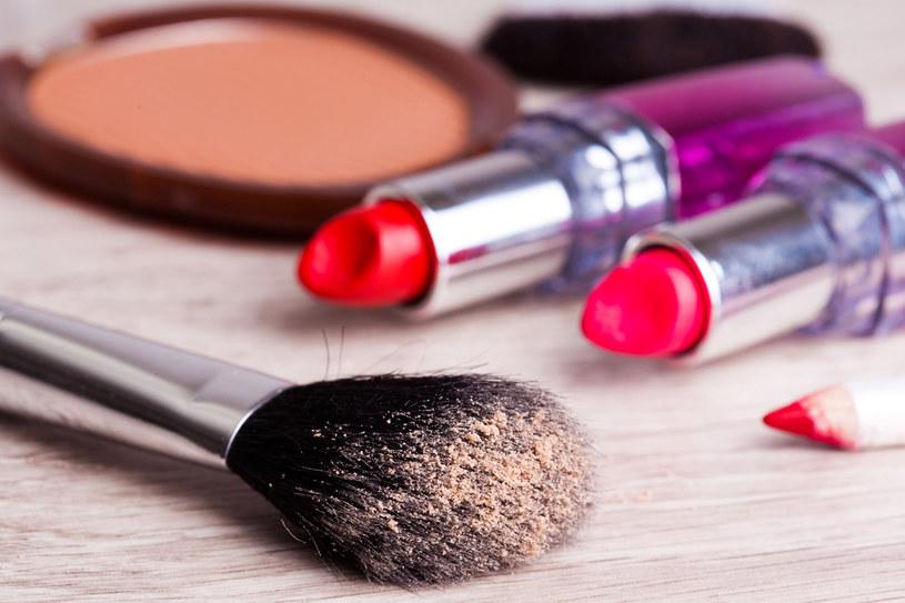 Gdy ulubiony kosmetyk zmieni konsystencję, zapach lub kolor - wyrzuć go lepiej do kosza /123RF/PICSEL