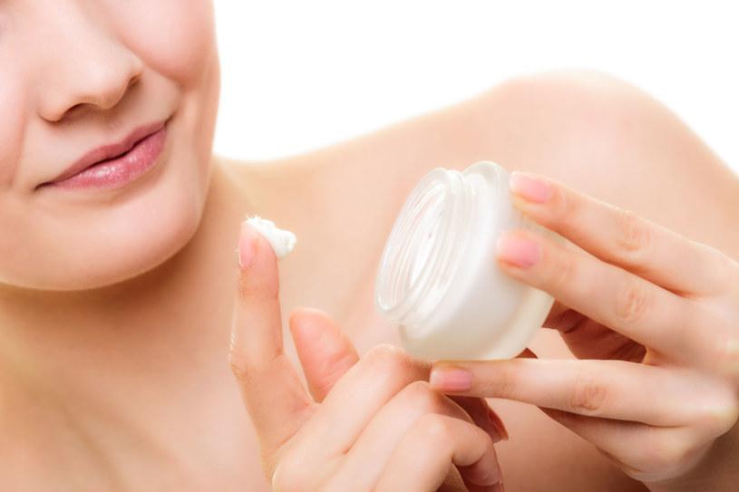 Gdy zaczniesz stosować kosmetyki z retinolem, pierwsze zmiany zajdą w wierzchnich warstwach naskórka /©123RF/PICSEL