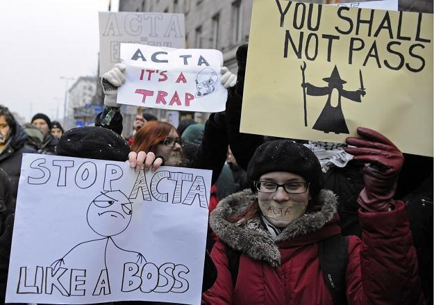 """""""Gdyby porozumienie weszło w życie, jego przepisy byłby bardziej drastyczne niż oprotestowana ACTA"""" /AFP"""