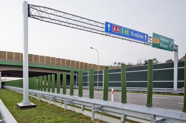 Gdyby propozycja prezydenta Komorowskiego została zrealizowana, koniecznie należałoby pomyśleć o pominiętej przez niego autostradzie A4. Tu mógłby wykazać się premier Donald Tusk i nazwać tę trasę Autostradą Miłości /Fot. Piotr Tracz /Reporter