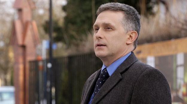 – Gdyby w życiu spotykały mnie takie sytuacje, jak Artura, nie wytrzymałbym nerwowo – przyznaje aktor Robert Moskwa. /www.mjakmilosc.tvp.pl/