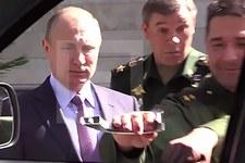 Generał urwał klamkę UAZa na oczach Putina!