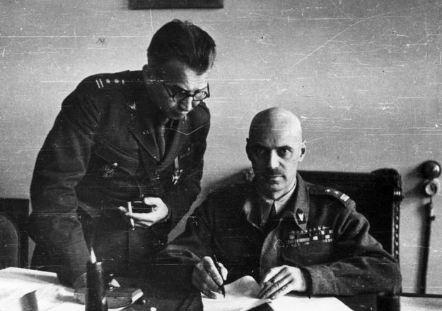 Generał Władysław Anders i pułkownik Leopold Okulicki /Z archiwum Narodowego Archiwum Cyfrowego