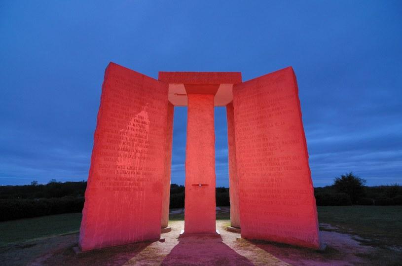 """Georgia Guidestones, nazywany również """"amerykańskim Stonehenge"""" /©123RF/PICSEL"""