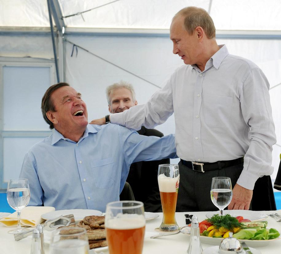 Gerhard Schroeder i Władimir Putin /Mudrats Alexandra ITAR-TASS /PAP