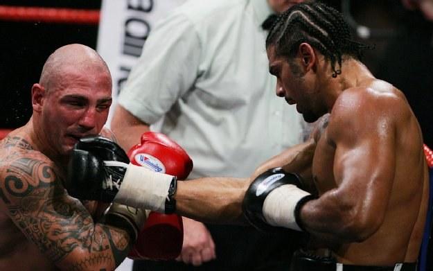 Giacobbe Fragomeni (z lewej) stoczył zaciętą walkę z Davidem Hayem /AFP