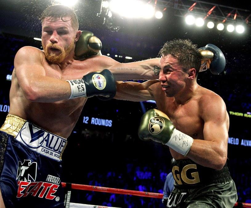 Giennadij Gołowkin (z prawej) i Saul Alvarez podczas walki w Las Vegas /AFP