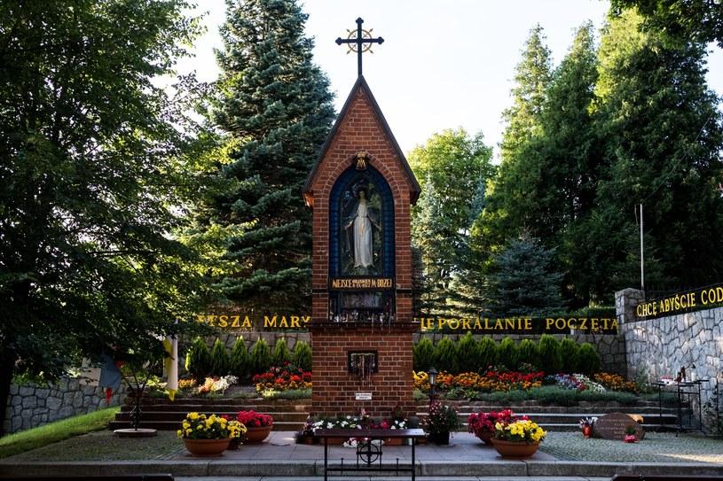 Gietrzwałd: Kaplica, którą postawiono w miejscu objawienia Matki Boskiej /Karol Porwich /East News