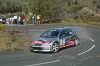 Gilles Panizzi jadący Peugeotem 206 WRC jest coraz bliższy wygranej w Katalonii /INTERIA.PL