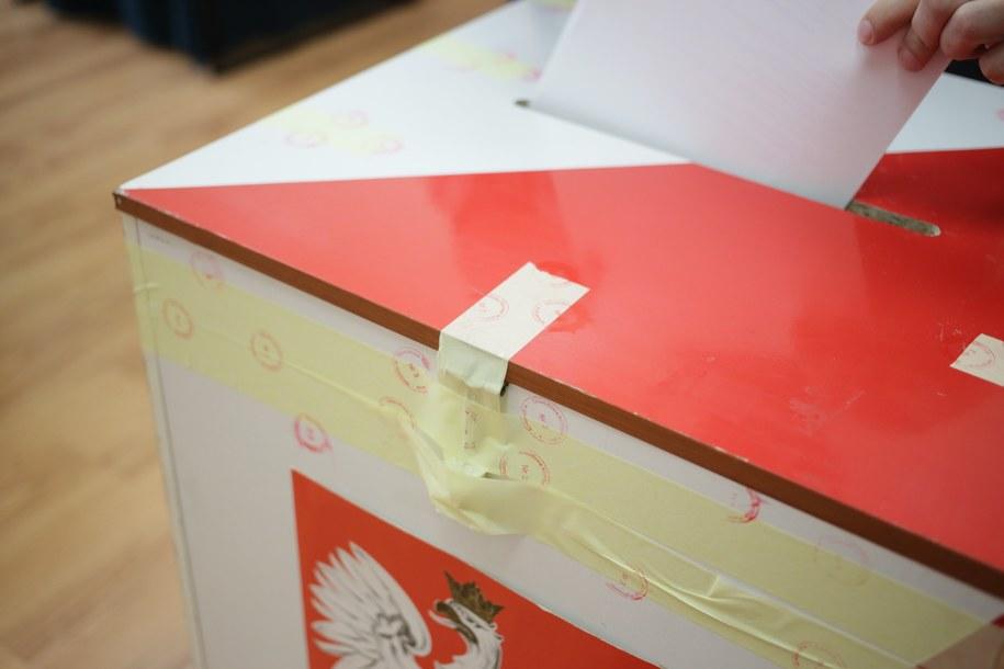 GIODO: Transmisja z lokali wyborczych może naruszać prywatność głosujących / Leszek Szymański    /PAP