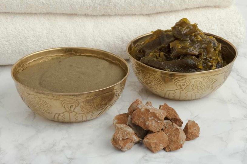 Glinka ghassoul i savon noir to kosmetyki stosowane w arabskim rytuale Hammam /123RF/PICSEL