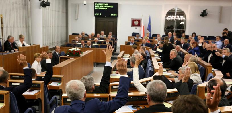 Głosowanie nad zgodą na zarządzenie referendum /Tomasz Gzell /PAP