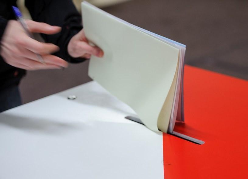 Głosowanie w wyborach samorządowych 2014 /Rafał Oleksiewicz /Reporter