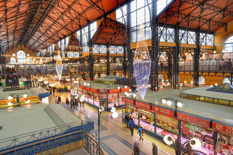 Główna Hala Targowa: To nie tylko rynek ze świeżymi owocami i warzywami, ale także miejsce spotkań w urokliwych restauracjach i kawiarniach /©123RF/PICSEL