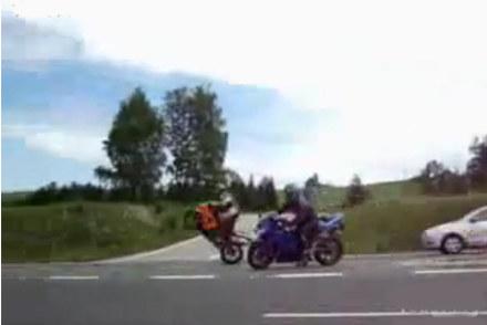 Głupawe wyczyny pseudomotocyklistów na zakopiance /