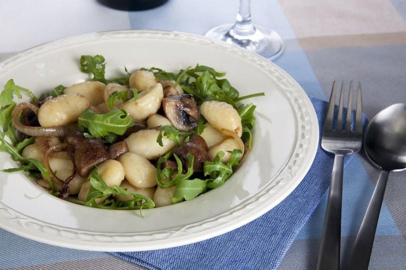 Gnocchi czyli włoska wersja kopytek z grzybami /123RF/PICSEL