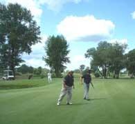 Golf staje się w Polsce coraz popularniejszą dyscypliną /