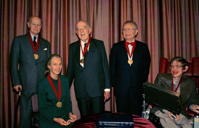Gombrich w towarzystwie m.in. Stephena Hawkinga /East News