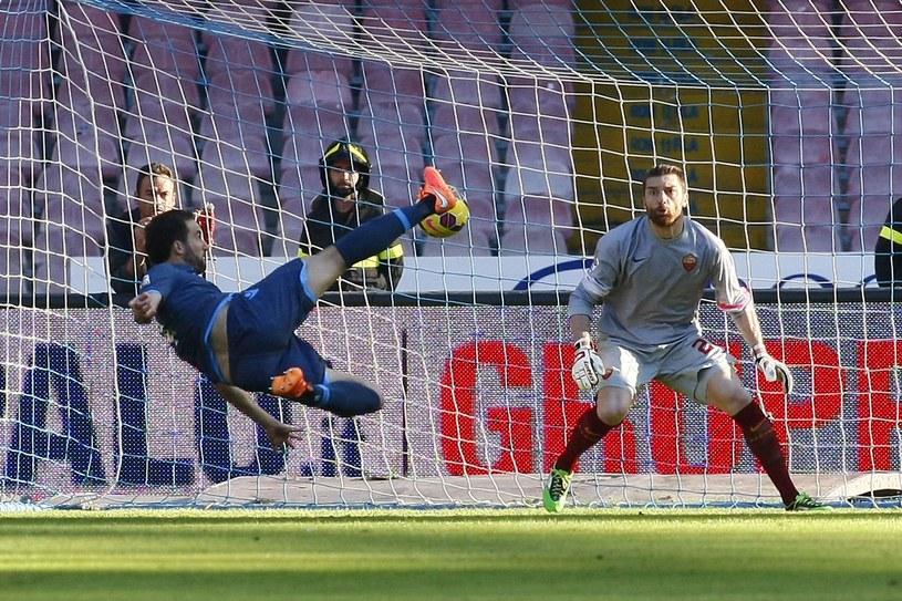 Gonzalo Higuain strzela efektownego gola /AFP
