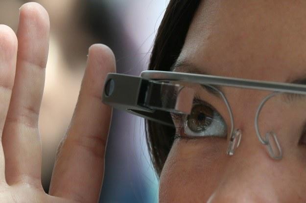 Google Glass na drogach Wielkiej Brytanii będzie zabronione? /©123RF/PICSEL