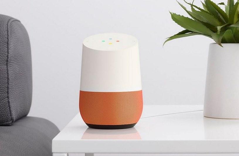 Google Home - głośnik, w którym umieszczono Asystenta Google, sztuczną inteligencję pełniącą rolę naszego pomocnika /materiały prasowe