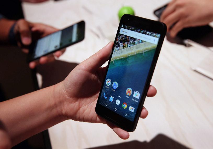Google Nexus 5X - jeden z kilku smartfonów z rodziny telefonów Google. Już ich nie zobaczymy /AFP