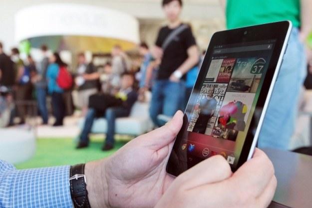 Google Nexus 7 - dostał dobre licencje, ale oficjalnie w Polsce go jeszcze nie ma /AFP