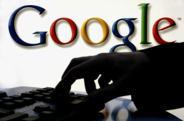 Google twierdzi, że firma nie prowadzi jednolitej, czarnej listy z kontrowersyjnymi frazami /AFP