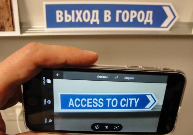 Google wciąż udoskonala swojego tłumacza /AFP