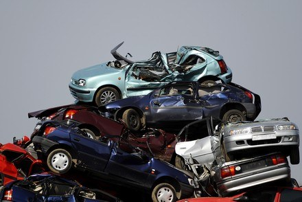 Góra zezłomowanych aut rośnie... /AFP