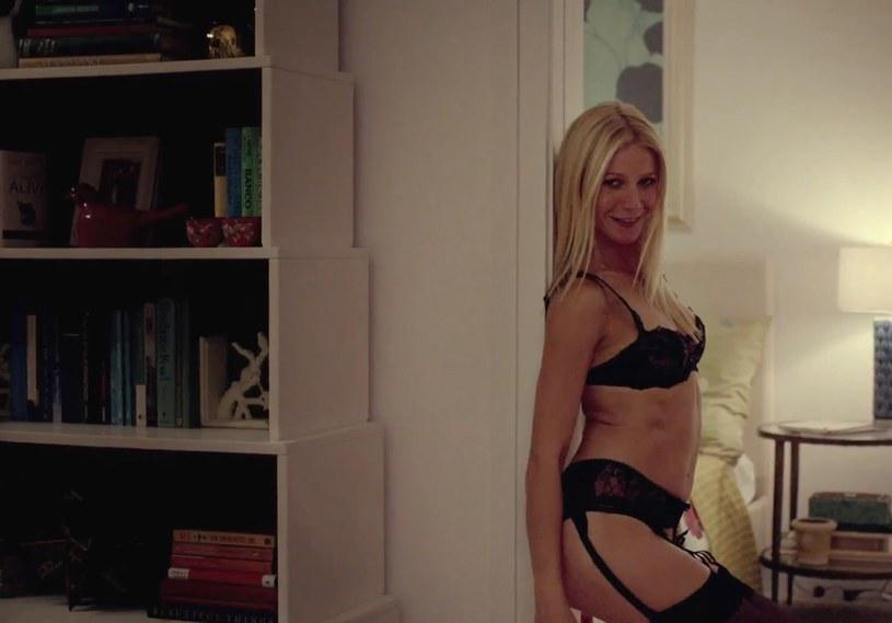 """Gorąca czterdziestka! Aktorka w scenie z filmu """"Między nami seksoholikami"""" /Ferrari Press /East News"""