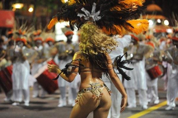 Parada szkół samby w Montevideo (Urugwaj)