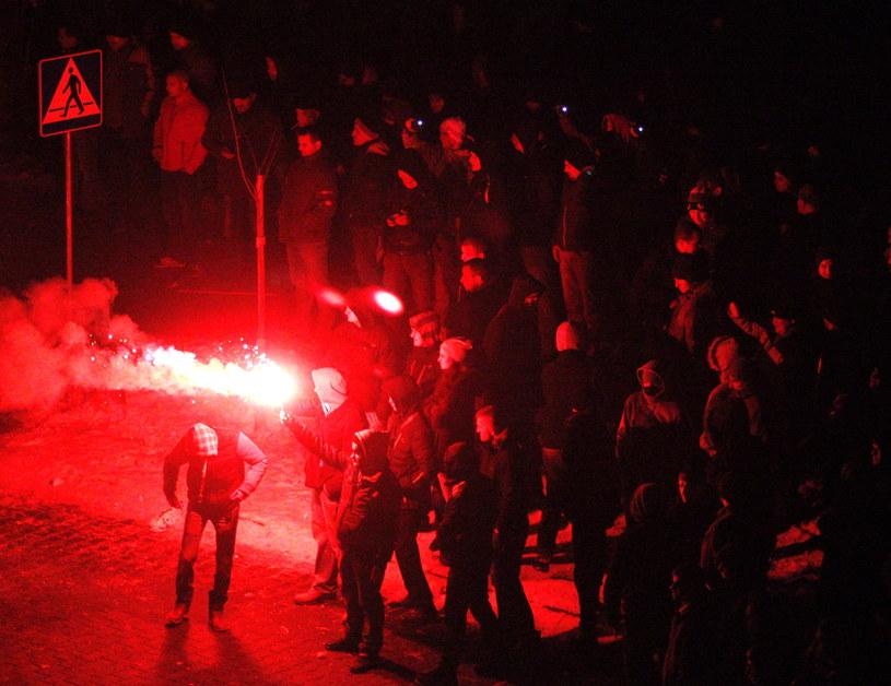 Górnicy demonstrują przed siedzibą Jastrzębskiej Spółki Węglowej /Andrzej Grygiel /PAP