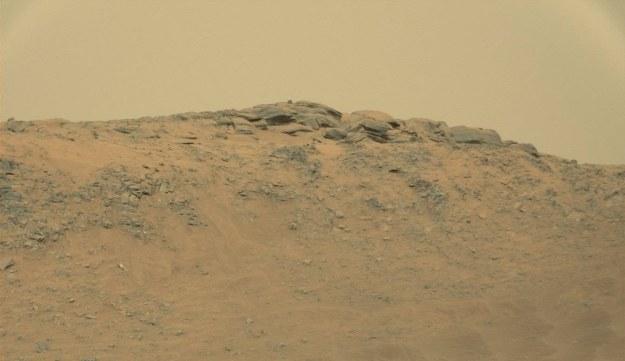 """Góry i """"posąg"""" /NASA"""