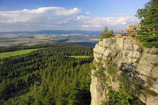 Panorama ze Szczelinca Wielkiego - najwyższego szczytu Gór Stołowych, fot: Marek Skorupski