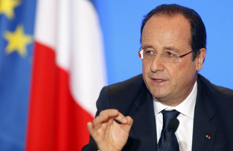 """""""Gorzej już i tak być nie może"""" – kwituje """"Le Journal du Dimanche"""" /GUILLAUME HORCAJUELO  /PAP/EPA"""
