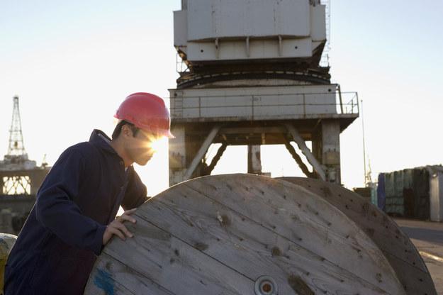 Gospodarka morska potrzebuje pracowników... /© Glowimages
