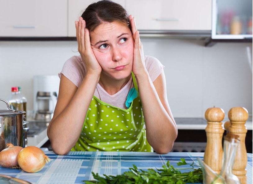 Gotowanie i jedzenie w samotności? Nic przyjemnego /123RF/PICSEL